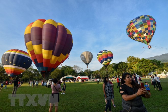 Hút mắt với lễ hội khinh khí cầu rực rỡ sắc màu tại Malaysia - Ảnh 3.