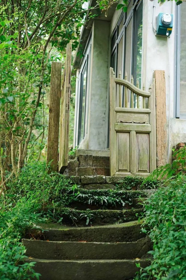 Ngôi nhà 40 năm tuổi rêu phong, cũ kỹ trên triền núi ấm áp tình thân của gia đình trẻ - Ảnh 4.