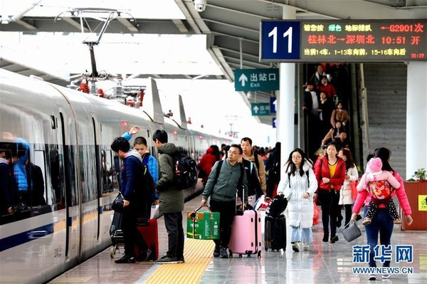 Người dân Trung Quốc ùn ùn kéo nhau về thành phố sau đợt nghỉ Tết - Ảnh 7.