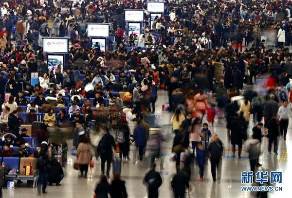 Người dân Trung Quốc ùn ùn kéo nhau về thành phố sau đợt nghỉ Tết - Ảnh 8.