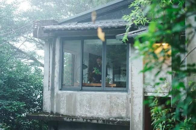 Ngôi nhà 40 năm tuổi rêu phong, cũ kỹ trên triền núi ấm áp tình thân của gia đình trẻ - Ảnh 10.