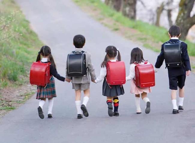 4 nguyên tắc dạy con mà bố mẹ cần nhớ, áp dụng càng sớm càng tốt để con kỉ luật như người Nhật - Ảnh 2.