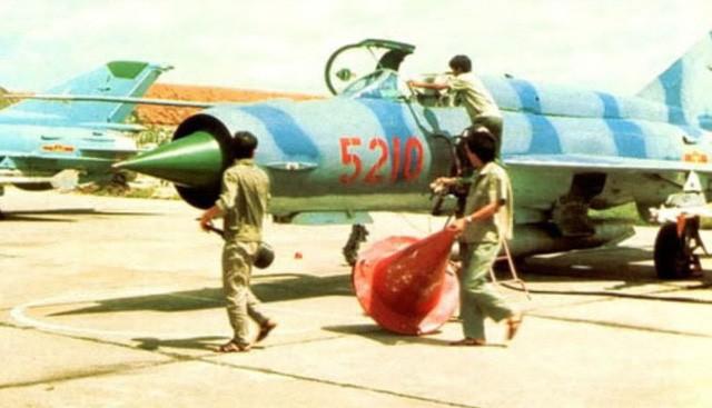 Liên Xô đã viện trợ cho Việt Nam bao nhiêu vũ khí trong năm 1979? - Ảnh 2.