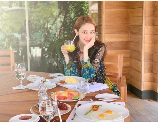 Tiếp tục đến Việt Nam nghỉ dưỡng, Hoa hậu Hong Kong khoe khéo bụng bầu 7 tháng với tài tử Trịnh Gia Dĩnh - Ảnh 5.