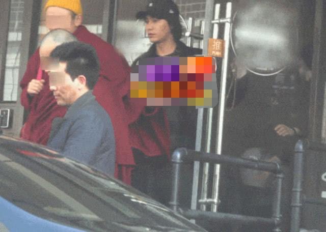 Nhân dịp Lễ Tình Nhân, Châu Tấn không xuất hiện cạnh chồng mà lại ở bên người đặc biệt này - Ảnh 2.