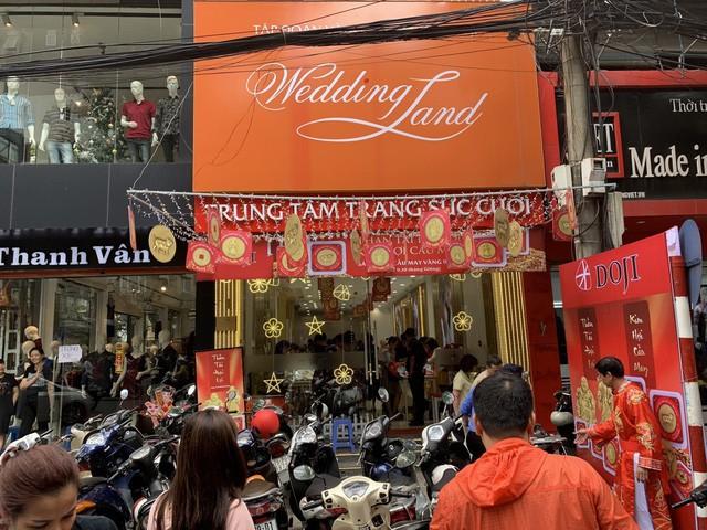 Không khí tấp nập mua vàng Thần tài ở Hà Nội, Đà Nẵng, Tp. Hồ Chí Minh - Ảnh 4.