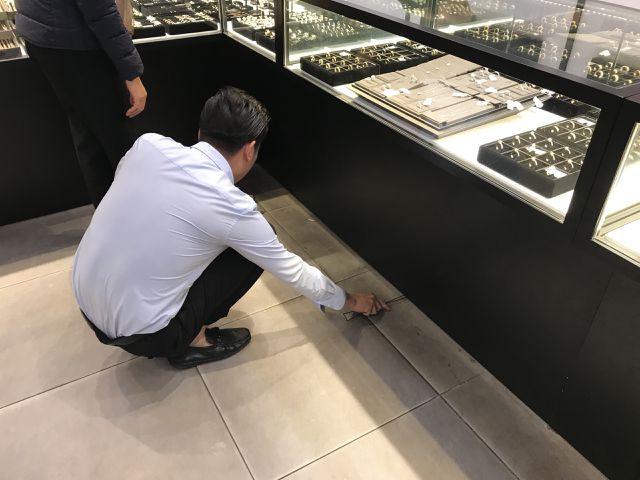 Ngày Thần tài: Náo loạn cửa hàng vì vừa mua vàng đã bị rơi mất - Ảnh 8.