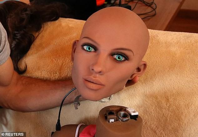 Mặt tối đáng sợ của robot tình dục: Khi các cỗ máy xâm chiếm giường ngủ - Ảnh 4.