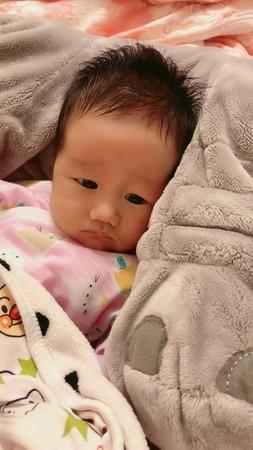 Bố bị bệnh, mẹ gửi con nhờ bà ngoại trông hộ 5 ngày, đến khi đón về mới ngỡ ngàng trước vẻ ngoài khác lạ của đứa trẻ - Ảnh 3.