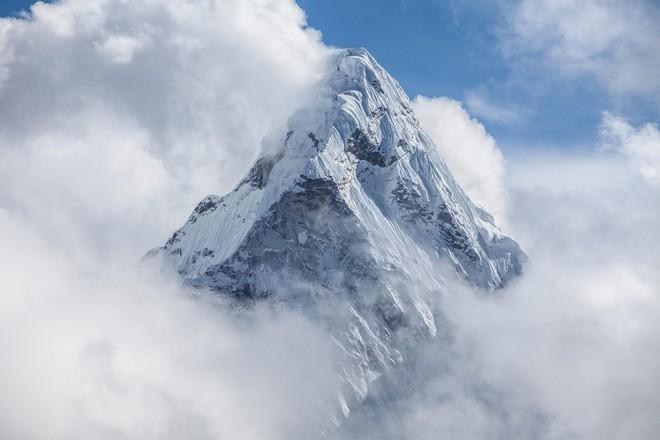 Các nhà khoa học phát hiện bên trong Trái Đất của chúng ta là những rặng núi hùng vĩ hơn cả Everest - Ảnh 2.