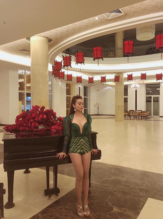 Yến Trang liên tục khoe ảnh bikini gợi cảm sau tin đồn yêu HLV gym kém 8 tuổi - Ảnh 11.