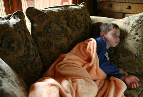 Dấu hiệu nhận biết bệnh cúm và cách phân biệt với cảm lạnh - Ảnh 3.