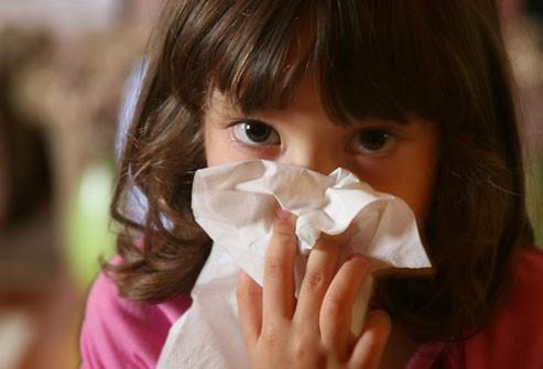Dấu hiệu nhận biết bệnh cúm và cách phân biệt với cảm lạnh - Ảnh 8.