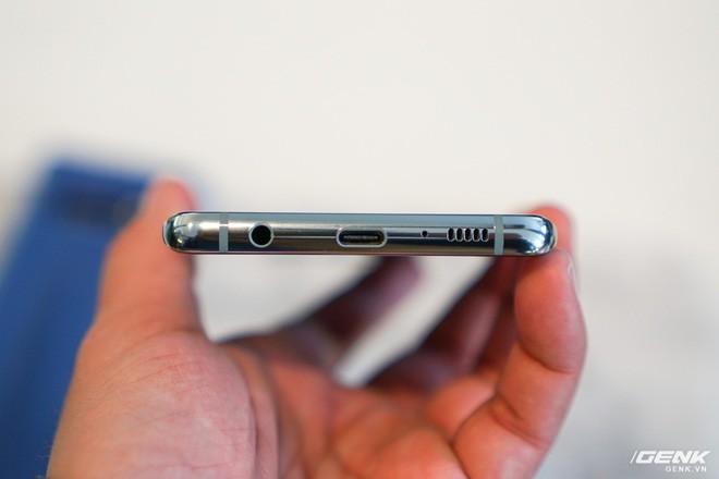 Trên tay Galaxy S10 và S10+: Bước ngoặt mới trong thiết kế smartphone - Ảnh 10.