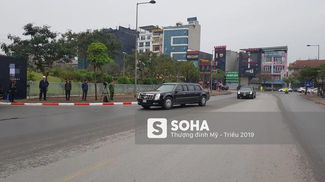 Siêu xe Quái thú của TT Trump về đến khách sạn sau khi dừng đổ xăng trên đường phố Hà Nội - Ảnh 2.
