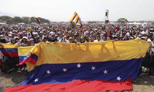 Thủ lĩnh đối lập vừa sang Colombia, Venezuela đóng cửa biên giới  - Ảnh 1.