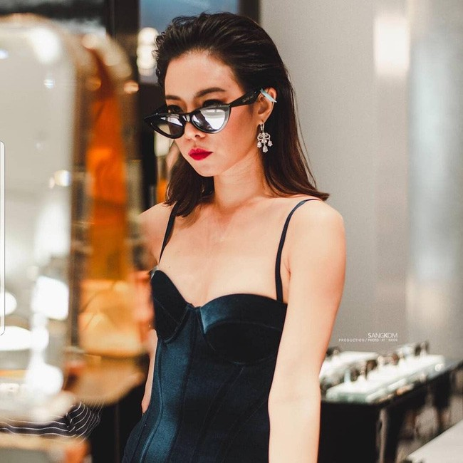 Những quý cô U40 cực phẩm của showbiz Thái: Đẹp, quyền lực, toàn yêu đại gia - ảnh 17