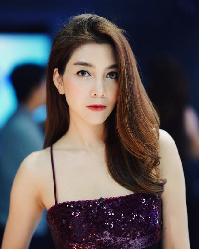 Những quý cô U40 cực phẩm của showbiz Thái: Đẹp, quyền lực, toàn yêu đại gia - ảnh 19