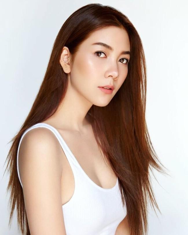 Những quý cô U40 cực phẩm của showbiz Thái: Đẹp, quyền lực, toàn yêu đại gia - ảnh 23