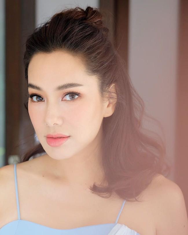 Những quý cô U40 cực phẩm của showbiz Thái: Đẹp, quyền lực, toàn yêu đại gia - ảnh 24