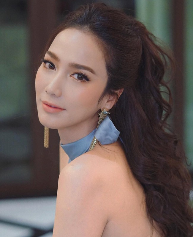 Những quý cô U40 cực phẩm của showbiz Thái: Đẹp, quyền lực, toàn yêu đại gia - ảnh 29