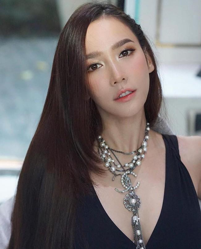 Những quý cô U40 cực phẩm của showbiz Thái: Đẹp, quyền lực, toàn yêu đại gia - ảnh 32