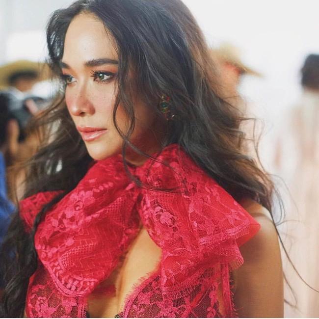 Những quý cô U40 cực phẩm của showbiz Thái: Đẹp, quyền lực, toàn yêu đại gia - ảnh 9