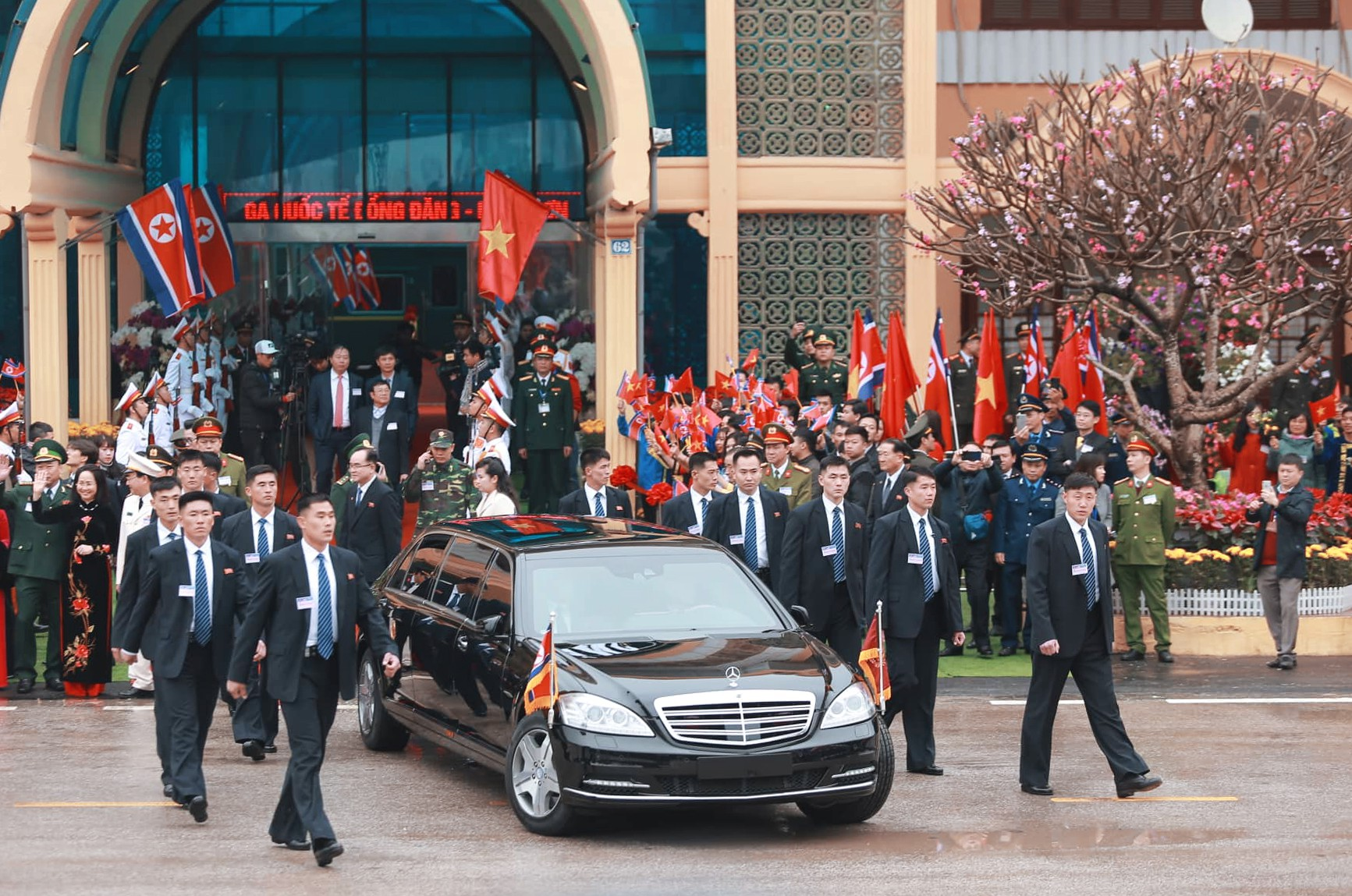 [PHOTO ESSAY] Những khoảnh khắc lịch sử trong chuyến công du Việt Nam đầu tiên của Chủ tịch Kim Jong-un - Ảnh 6.