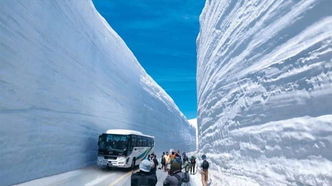 Tuyết phủ cao tới 17m, thung lũng quanh co ở Nhật được mệnh danh là The Wall đời thực - Ảnh 4.