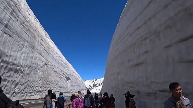 Tuyết phủ cao tới 17m, thung lũng quanh co ở Nhật được mệnh danh là The Wall đời thực - Ảnh 5.