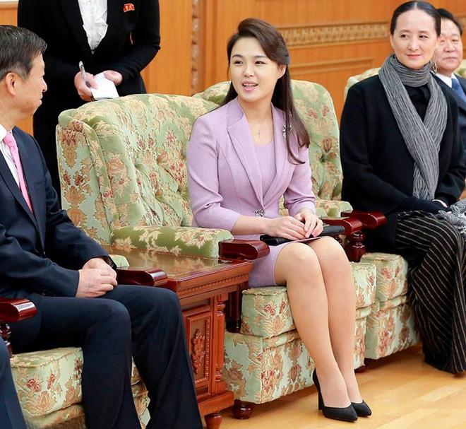 Vẻ đẹp đối lập của hai Đệ nhất phu nhân Mỹ và Triều Tiên - Ảnh 6.