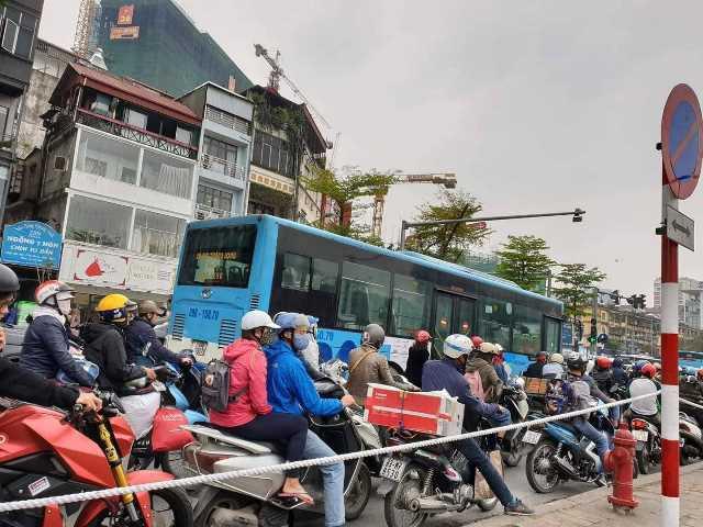 Hôm nay, cấm triệt để phương tiện lưu thông trên 10 tuyến phố phục vụ Thượng đỉnh Mỹ - Triều - Ảnh 2.