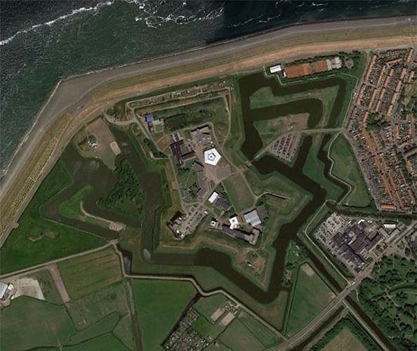 Bất ngờ với những bức ảnh thú vị tìm được trên Google Earth - Ảnh 14.