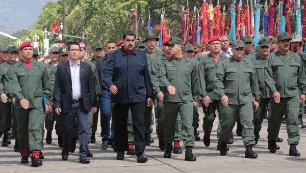 Dè chừng kịch bản nhuốm máu của Mỹ, ông Maduro đặt câu hỏi khó cho quân đội Venezuela - Ảnh 1.