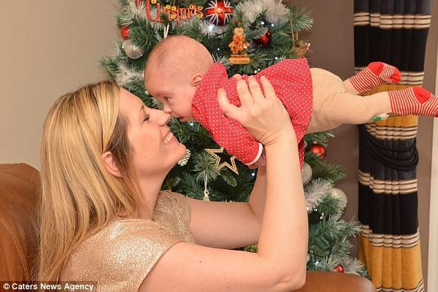 Bé gái sinh non 4 lạng trong bức ảnh từng gây xót xa cộng đồng mạng giờ đã lớn với ngoại hình không thể ngờ - Ảnh 3.