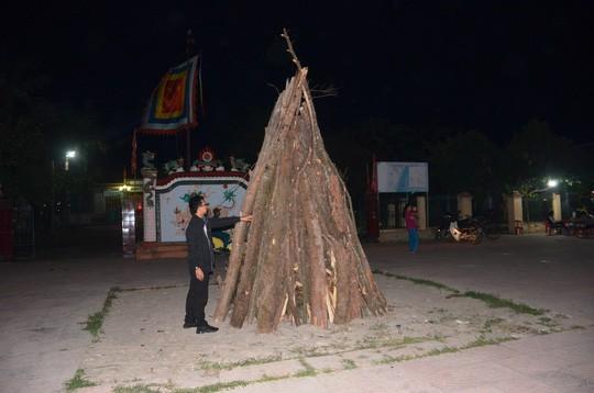 Độc đáo tục xin lửa đêm giao thừa ở ngôi làng cổ gần 400 năm  - Ảnh 4.
