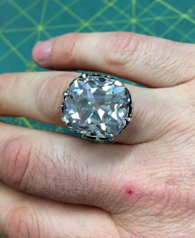Ở hiền gặp lành: Bị lừa đến trắng tay, người phụ nữ bán chiếc nhẫn hội chợ 33 năm trước, chẳng ngờ thành tỷ phú - Ảnh 3.