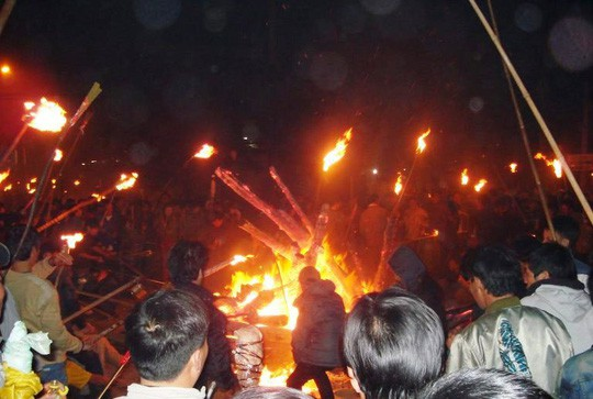 Độc đáo tục xin lửa đêm giao thừa ở ngôi làng cổ gần 400 năm  - Ảnh 7.