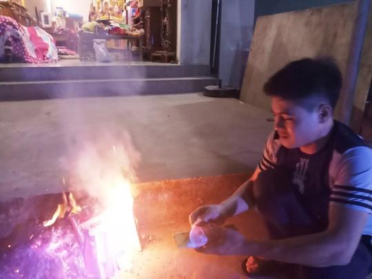 Độc đáo tục xin lửa đêm giao thừa ở ngôi làng cổ gần 400 năm  - Ảnh 8.