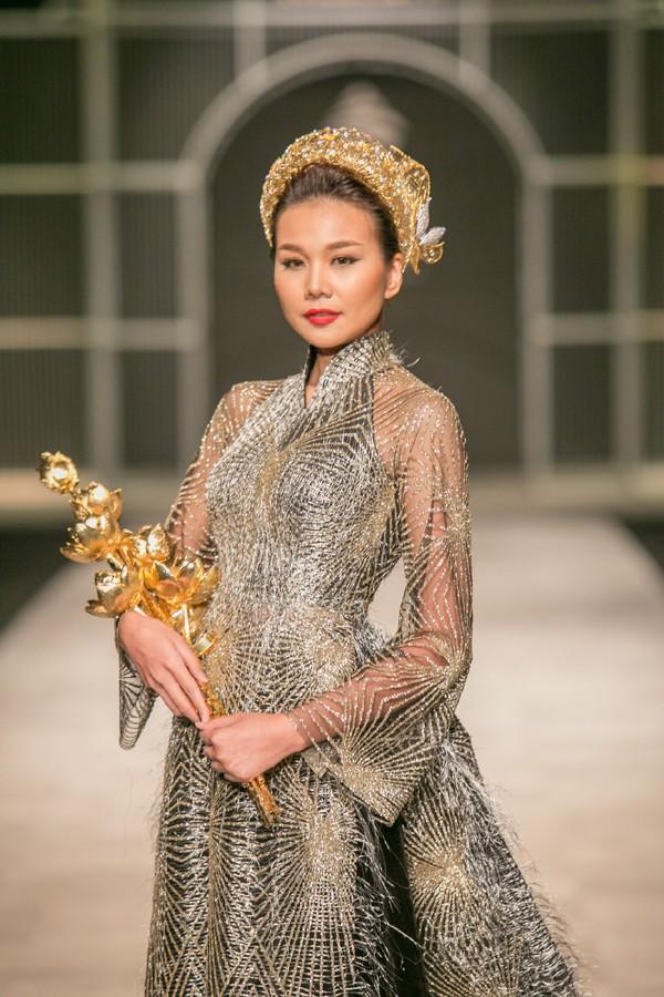 Thanh Hằng - siêu mẫu tuổi Hợi: Xinh đẹp, tài năng, giàu có nhưng vẫn chưa thoát ế? - Ảnh 1.
