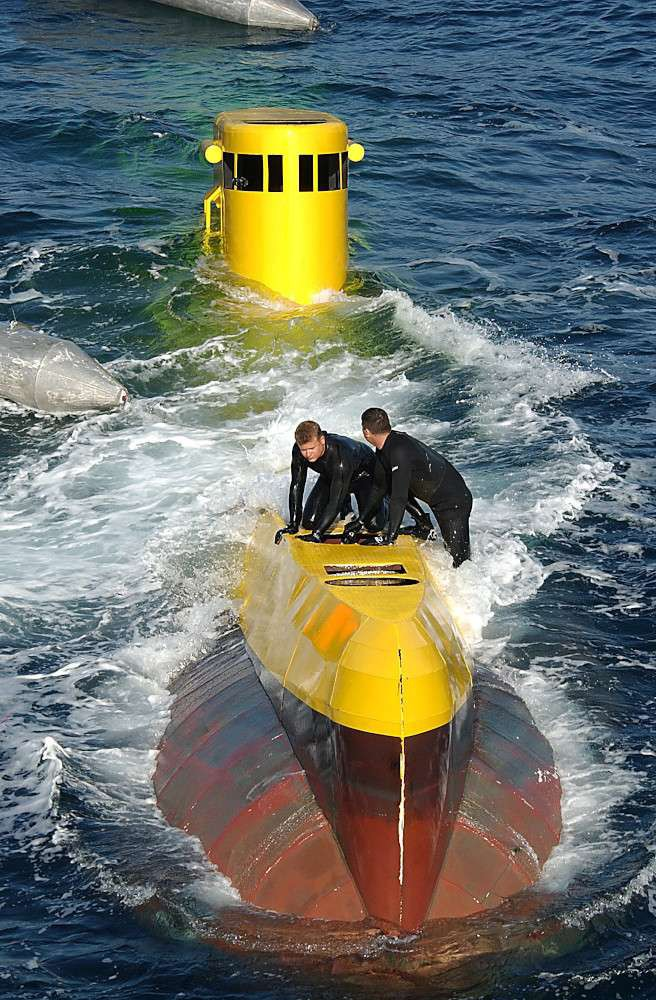 Giải mã chiếc tàu ngầm màu vàng bí ẩn của Hải quân Mỹ - Ảnh 1.