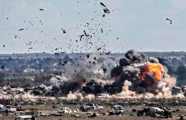Thắng cuộc chiến Syria nhưng Tổng thống Assad có chống đỡ được đòn tấn công của Israel? - Ảnh 1.