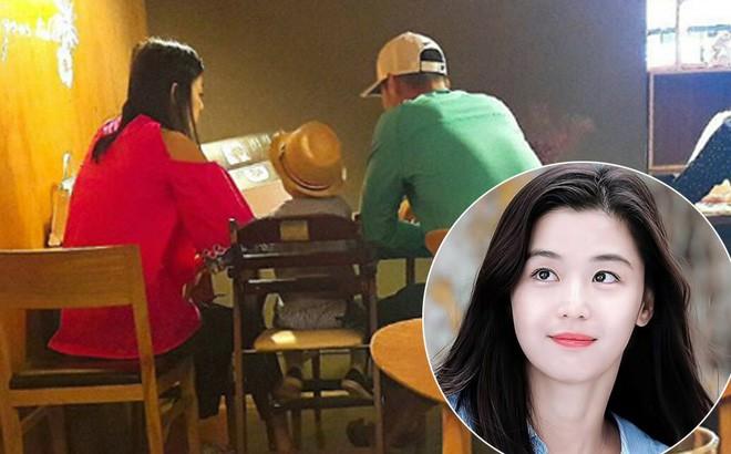 Lộ ảnh hiếm Jeon Ji Hyun đi chơi cùng chồng gia thế khủng và quý tử: Cả gia đình được khen là cực phẩm - Ảnh 2.