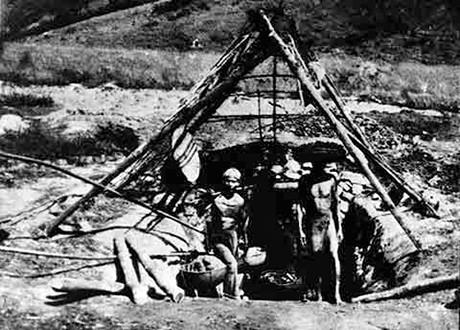 Công nhân Việt Nam trong hầm mỏ thời Pháp thuộc