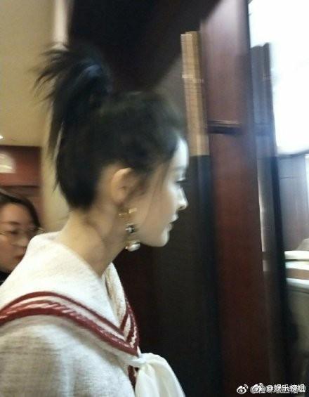 Mừng đám cưới bạn thân bằng điệu múa cây nhà lá vườn, Cổ Lực Na Trát chiếm trọn spotlight trên Weibo - Ảnh 8.
