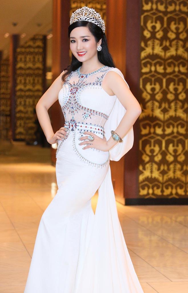 Từng là giai nhân của chủ tịch Tân Hoàng Minh, Hoa hậu không tuổi Giáng My giàu cỡ nào? - Ảnh 2.