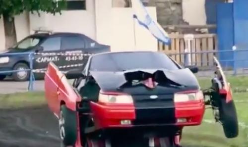 Kinh ngạc xe ô tô biến hình thành người máy trên phố - Ảnh 9.