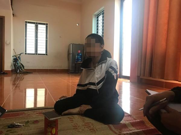Kẻ dụ dỗ bé gái 9 tuổi vào bụi chuối hãm hại ôm cán bộ công an khóc nức nở nhận tội - ảnh 1