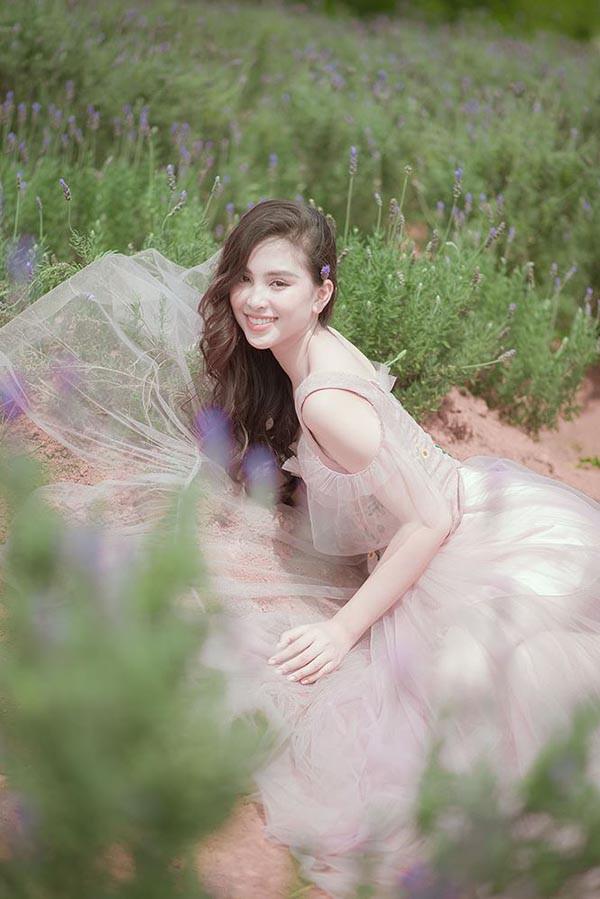 Đăng quang khi tròn 18 tuổi, hoa hậu Tiểu Vy đã lột xác không ngờ sau nửa năm - Ảnh 12.