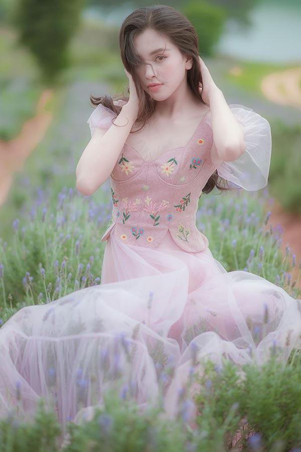 Đăng quang khi tròn 18 tuổi, hoa hậu Tiểu Vy đã lột xác không ngờ sau nửa năm - Ảnh 11.